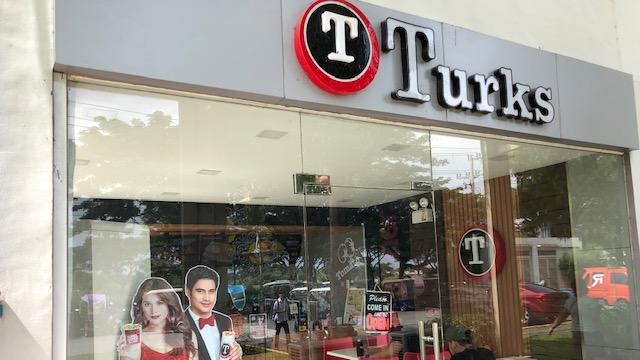 フィリピンのB級グルメは人気の「Turks(タークス)」で決まり